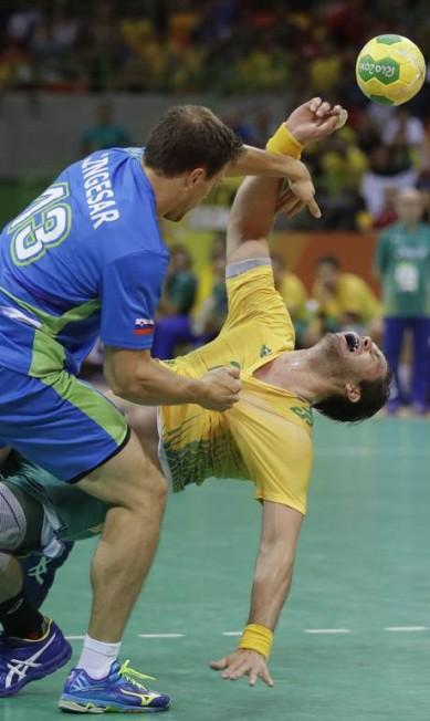 A partida, realizada na Arena do Futuro, foi válida pelo grupo B Matthias Schrader / AP