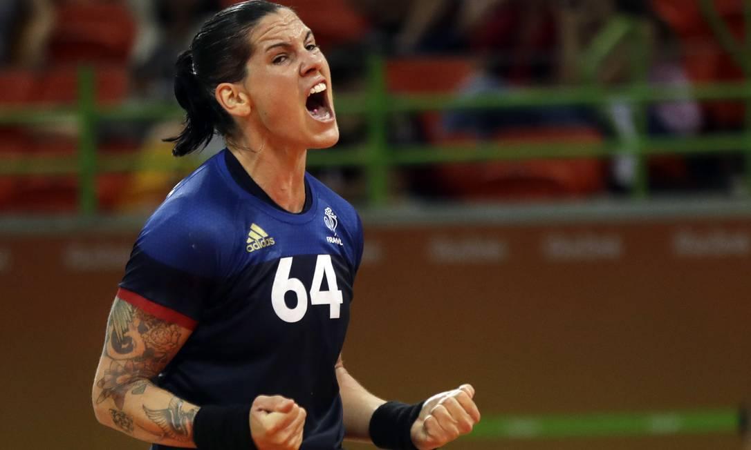 O grito da francesa Alexandra Lacrabere durante partida de handebol contra a Rússia Ben Curtis / AP