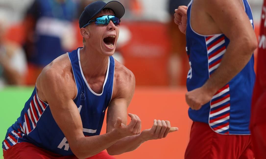 O grito de Nikita Liamin, da Rússia, durante partida de voleibol Petr David Josek / AP