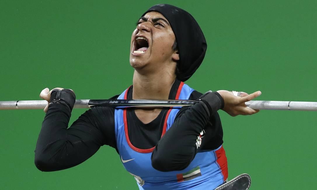 O Grito de Ayesha Shahriyar M. Albalooshi, dos Emirados Árabes, após competição de levantamento de peso 58 kg Mike Groll / AP