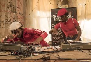 DJs em ação: elenco de 'The get down' é majoritariamente negro Foto: Netflix / David Lee
