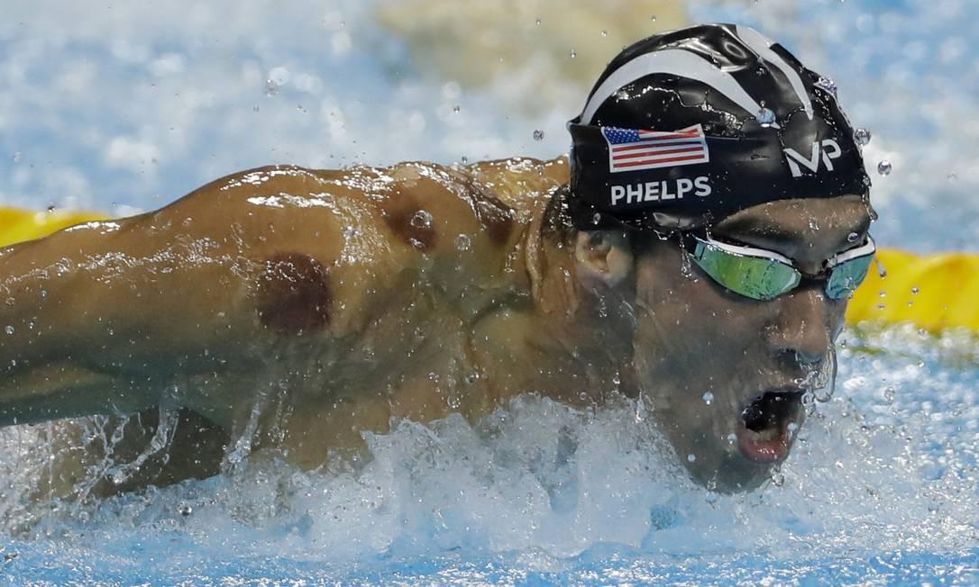 O americano Michael Phelps nada para ganhar o ouro nos 200m borboleta Matt Slocum / AP