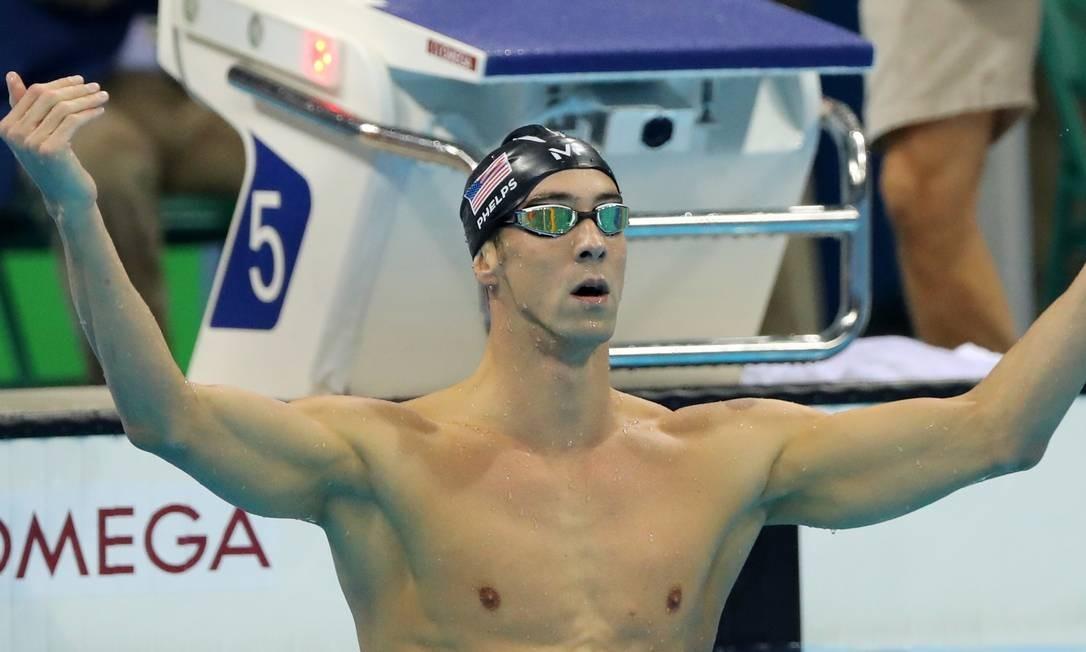 Depois de vencer, o atleta chamou a torcida para comemorar, e o público no Estádio Aquático foi à loucura Matt Slocum / AP