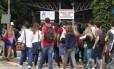 Estudantes chegam para fazer Enem na PUC-Rio, na Gávea, Zona Sul do Rio Foto: Thiago Freitas / Agência O Globo