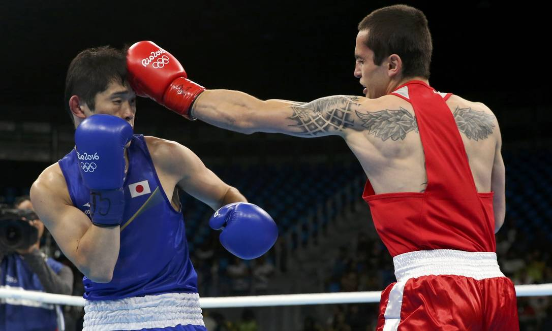 Aram Avagyan, boxeador armeno, tem desenhos nas costas e braço ADREES LATIF / REUTERS
