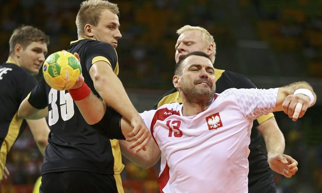 Como será que se diz 'me larga!' em Polonês? A careta do jogador de handebol Bartosz Jurecki já diz tudo MARKO DJURICA / REUTERS