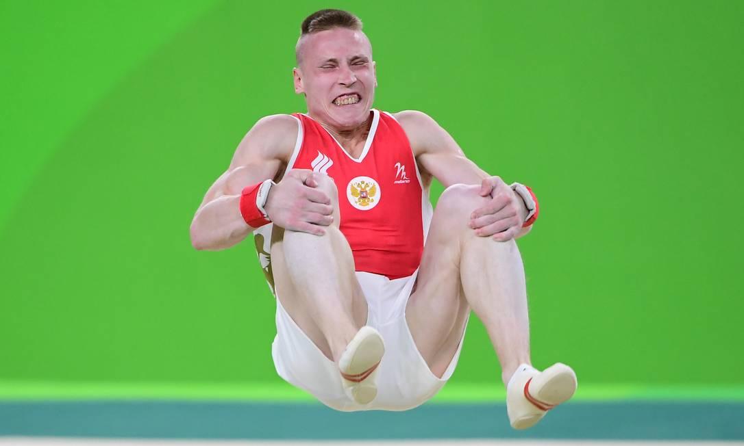 O troféu de melhor careta vai para o ginasta russo Denis Abliazin? O que vocês acham? EMMANUEL DUNAND / AFP