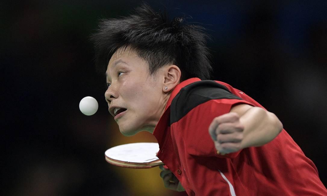 Cheng I-Ching, de Taiwan, em ação. Tênis de mesa exige muita habilidade JUAN MABROMATA / AFP