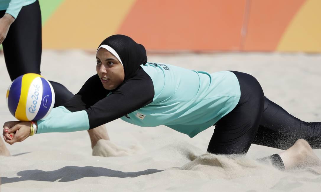 """Depois da repercussão, a atleta declarou que """"o esporte une todas as pessoas: muçulmanos, cristãos ou judeus"""" Marcio Jose Sanchez / AP"""