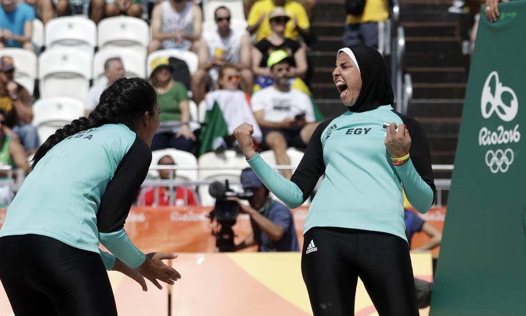 A foto de Doaa, usando hijab (véu islâmico) bombou nas redes sociais Marcio Jose Sanchez / AP