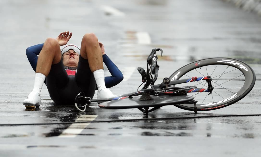 Kristin Armstrong: esgotada e com nariz sangrando depois de completar o percurso de 29,9 km em 44m26s42 Patrick Semansky / AP
