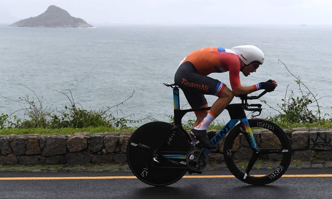 De novo Tom Dumoulin, agora vice-campeão olímpico GREG BAKER / AFP