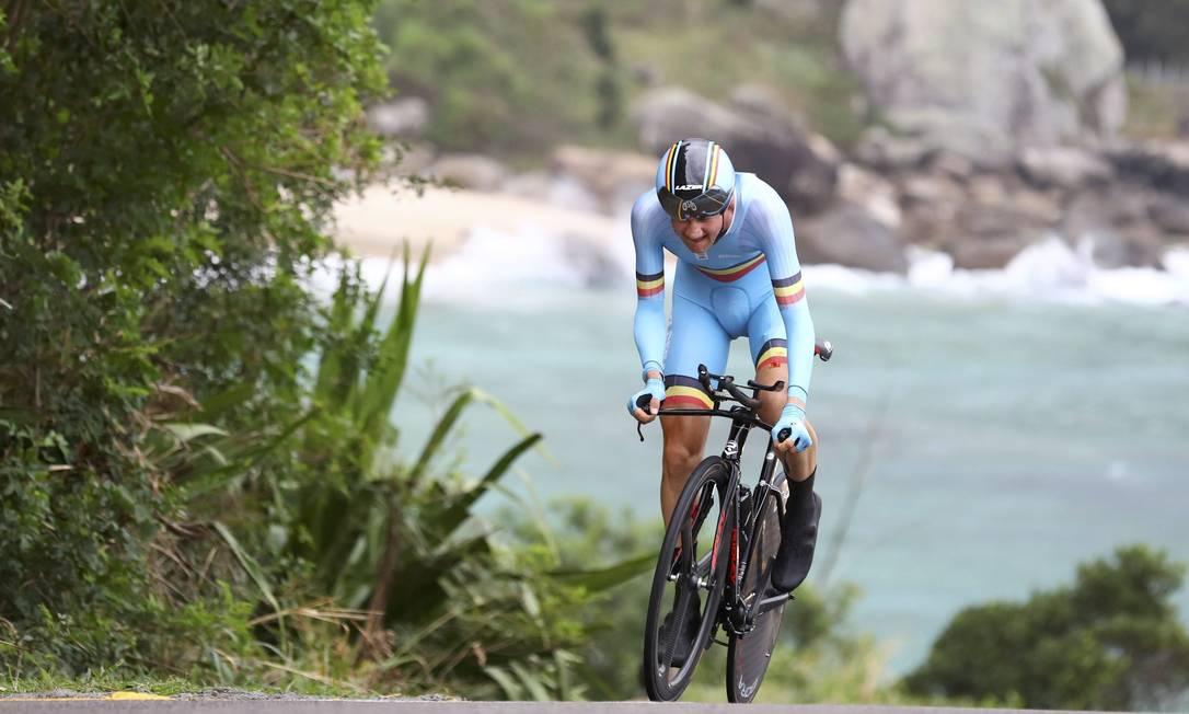 O belga Tim Wellens: mar e montanha na paisagem olímpica do Rio de Janeiro PAUL HANNA / REUTERS