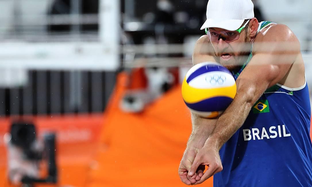 Atleta torceu tornozelo e jogou 1 set e meio no sacrifício Jorge William / Agência O Globo