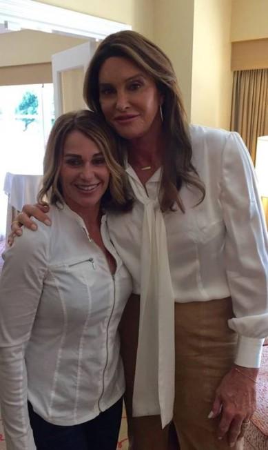Quarenta anos depois, com Caitlyn Jenner: as duas foram medalha de ouro nos jogos de Montreal, em 1976. Na época Bruce, o pai da top Kendall Jenner consagrou-se no declato Reprodução/Facebook