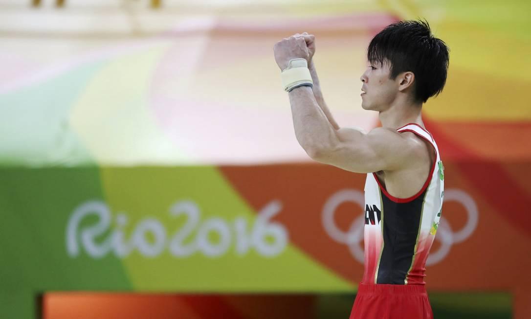 O atleta japonês Kohei Uchimura comemora seu resultado no individual geral. Ele levou a medalha de ouro DAMIR SAGOLJ / REUTERS