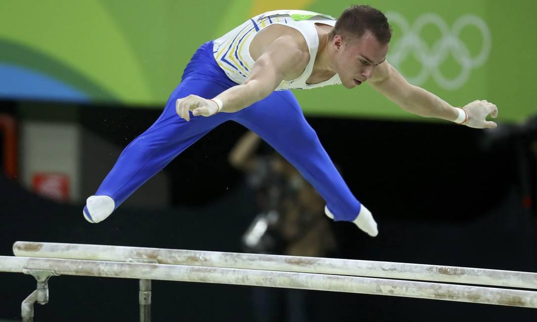 O ucraniano Oleg Verniaiev ficou com a prata na final do individual geral KAI PFAFFENBACH / REUTERS