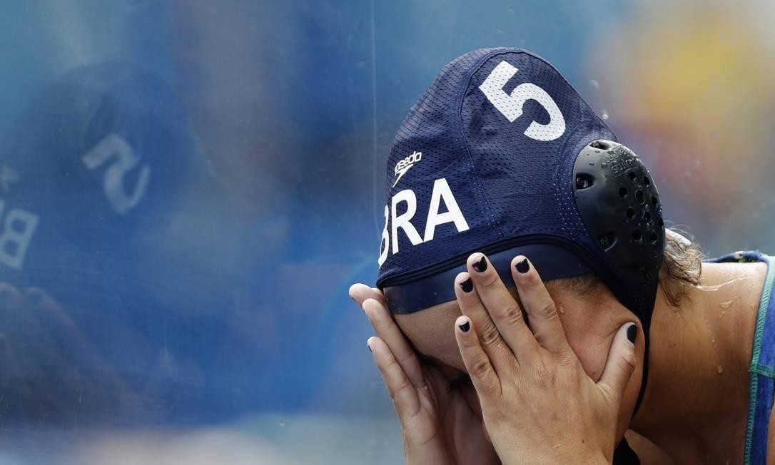 A seleção brasileira feminina de polo aquático não resistiu a Rússia e perdeu por 14 a 7 Sergei Grits / AP