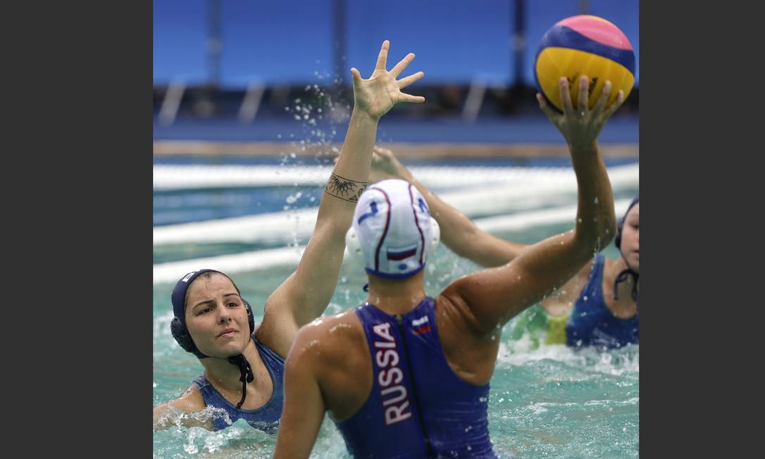 O ataque da russa, Ekaterina Lisunova, foi uma das maiores dificuldades da seleção brasileira Sergei Grits / AP
