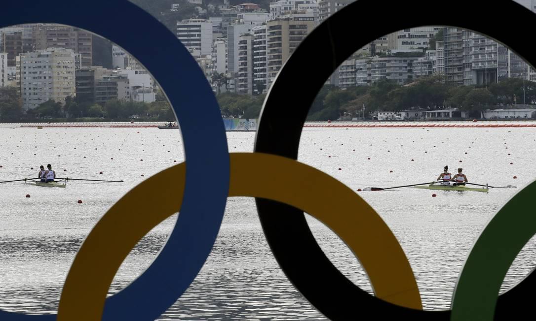 Rio teve quarto dia de competições de remo na Olimpíada. Na foto, Kerstin Hartmann e Kathrin Marchand, da Alemanha, e Noemie Kober, and Marie Le Nepvou, da França, competem na semifinal Charlie Riedel / AP