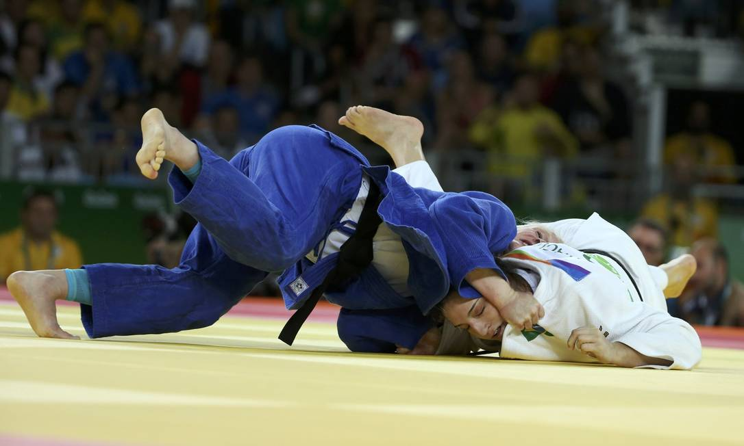 A brasileira venceu na estreia a australiana Miranda Giambelli em apenas 40 segundos TORU HANAI / REUTERS