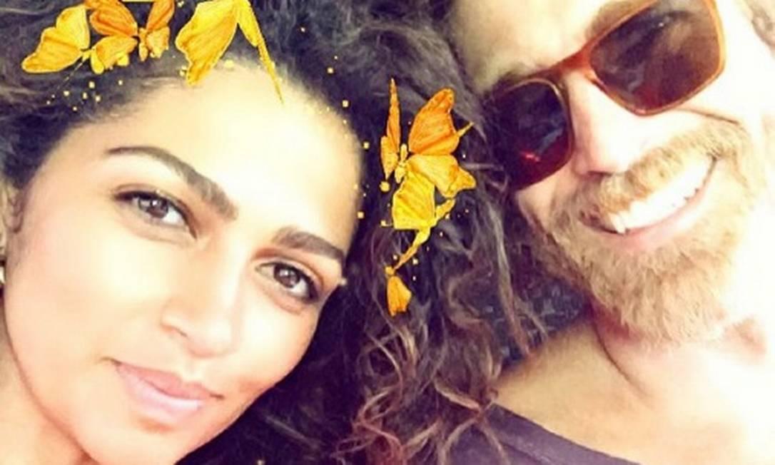 Já a mulher de Matthew, a top model brasileira Camila Alves, está aproveitando a visita à terra natal para rever velhos amigos. A modelo postou esse selfie com o ator Reynaldo Gianecchini, que ela disse 'admirar demais' Reprodução/Instagram