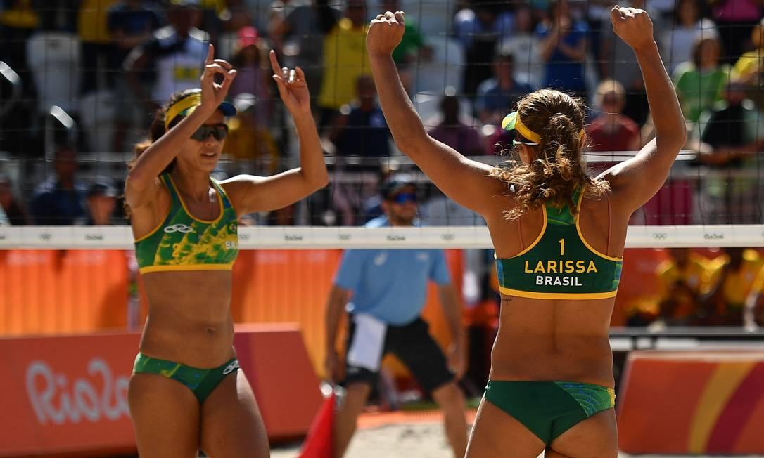 A dupla brasileira venceu a dupla polonesa Kolosinska e Brzostek LEON NEAL / AFP