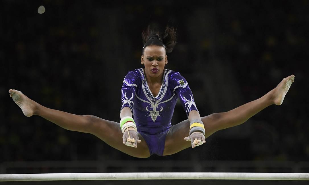 A brasileira Rebeca Andrade compete nas barras assimétricas. Ela ficou em 11º lugar DYLAN MARTINEZ / REUTERS