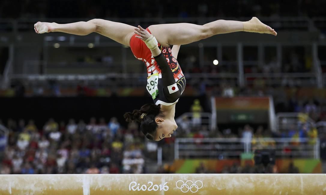 Asuka Teramoto, do Japão, se apresenta na trave de equilíbrio DAMIR SAGOLJ / REUTERS