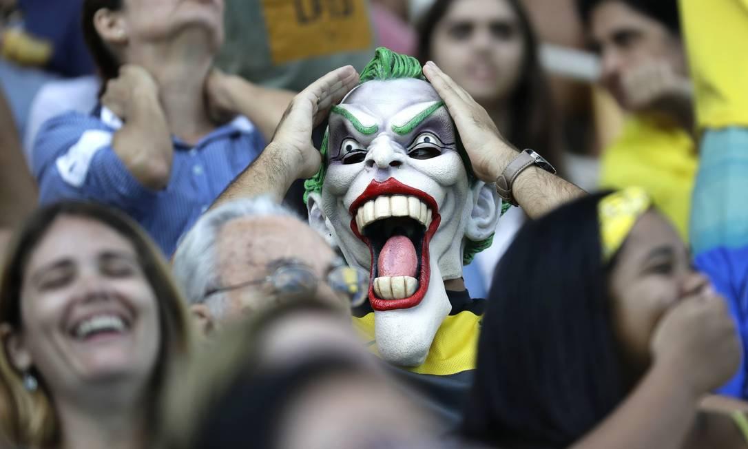 Reação do torcedor durante o jogo de polo aquático Sergei Grits / AP