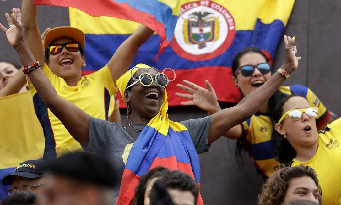 Torcida colombiana durante rugby feminino entre Quênia e Colômbia Themba Hadebe / AP
