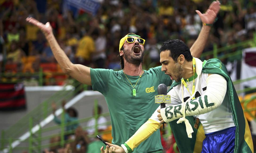Torcida brasileira durante partida de handebol entre Brasil x Romênia MARKO DJURICA / REUTERS