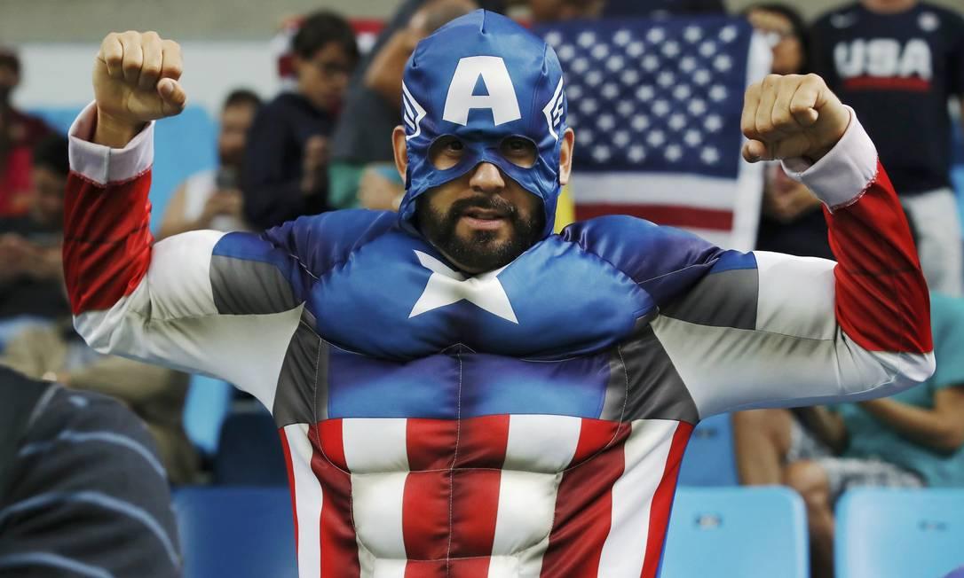 Torcedor americano durante partida de basquete entre EUA x Venezuela, na Arena Carioca 1 JIM YOUNG / REUTERS