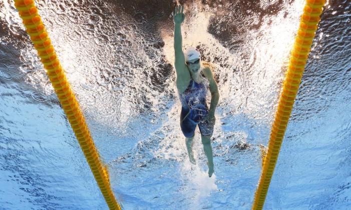 Katie Ledecky compete nos 800m livre Foto: Lee Jin-man / AP