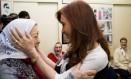A ex-presidente Cristina Kirchner cumprimenta a líder das Mães da Praça de Maio, Hebe de Bonafini, em Buenos Aires Foto: Mães da Praça de Maio / Diivulgação