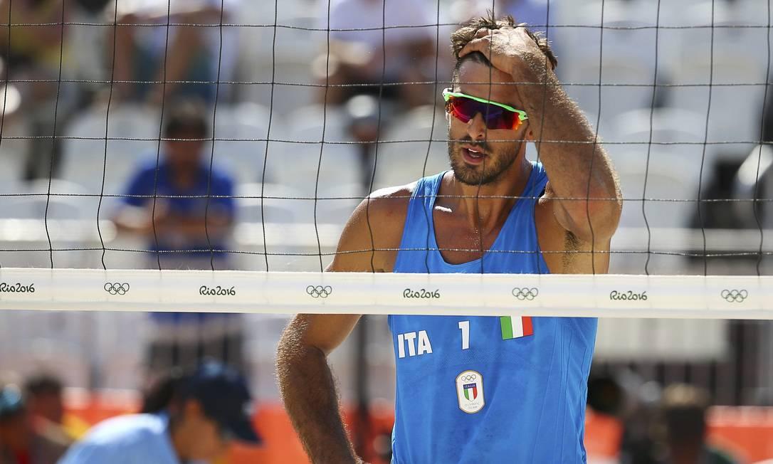 O jogador italiano, Alex Ranghieri, sofre com o calor do Rio RUBEN SPRICH / REUTERS