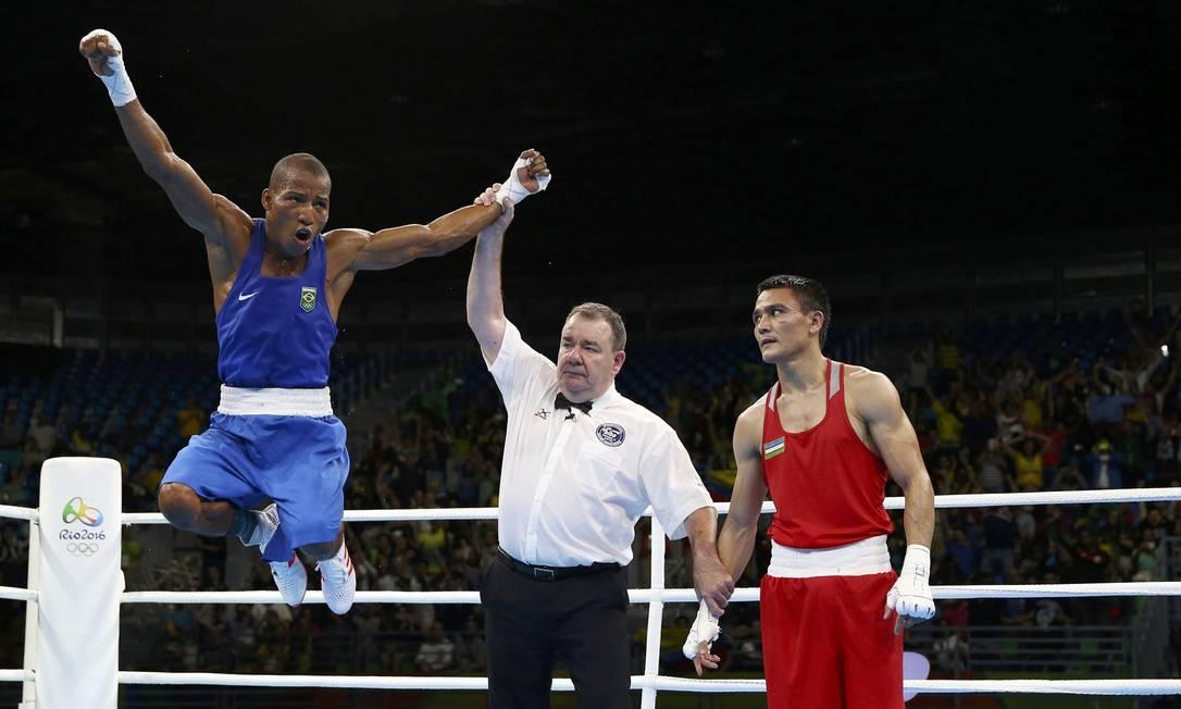 No domingo, Robson enfrenta o cubano Lázaro Alvarez, atual campeão olímpico, e se vencer garante pelo menos a prata PETER CZIBORRA / REUTERS