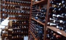 Em depoimento, um ex-assessor da Presidência disse que recebeu no sítio cerca de 70 caixas de vinho de Lula em 2012 Foto: Reprodução / Polícia Federal