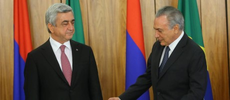 O presidente interino Michel Temer recebe o presidente da Armênia, Serzh Sargsyan Foto: Ailton de Freitas / Agência O Globo