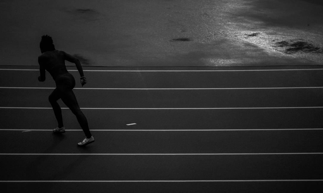 Atletas do salto em altura, no primeiro dia das provas de atletismo da Olimpíada Rio 2016, no Estadio Olimpico Daniel Marenco / Agência O Globo