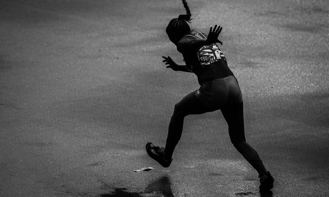 Atletas participam do primeiro dia de provas de atletismo no Estádio Olímpico Daniel Marenco / Agência O Globo