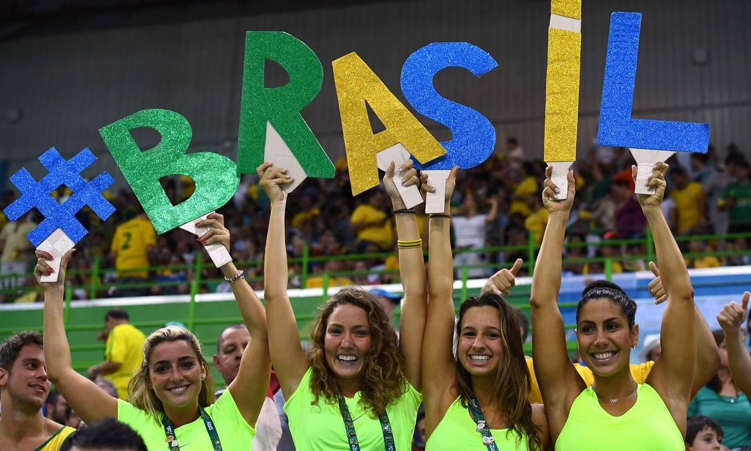 Torcida brasileira durante partida de handebol entre Polônia x Brasil FRANCK FIFE / AFP