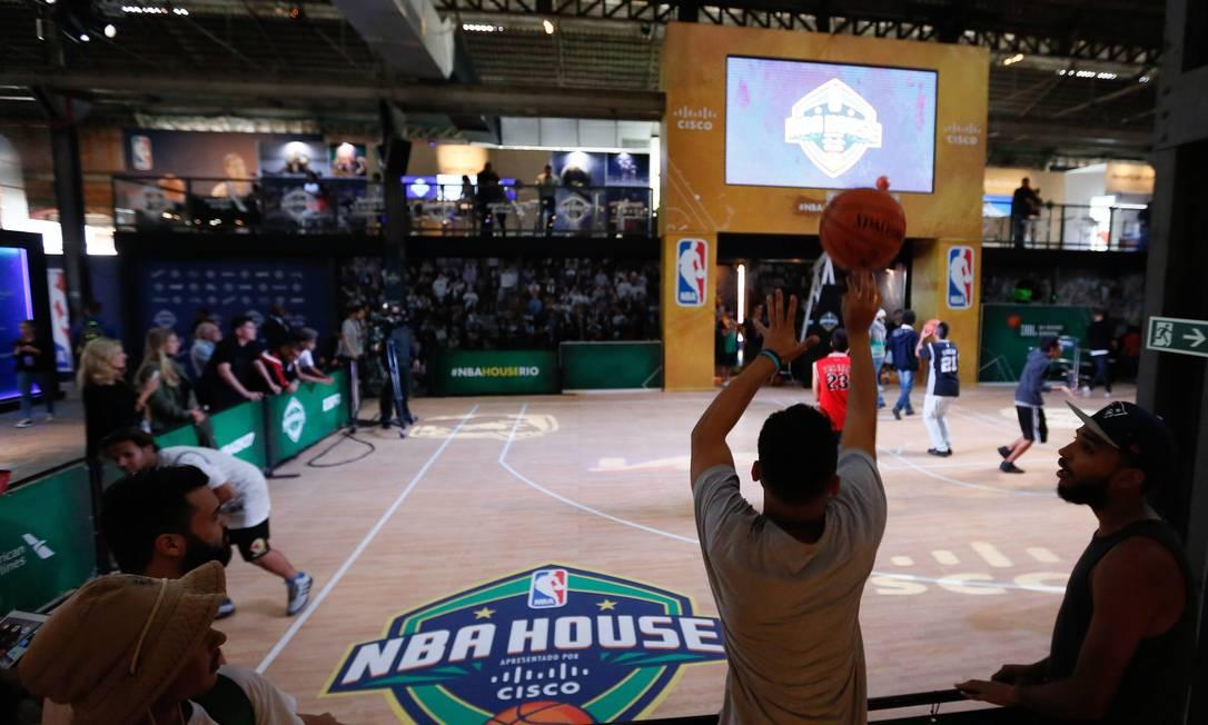 Primeiro dia de funcionamento da casa da NBA no armazem 6 do porto no Boulevard Olímpico Pablo Jacob / Agência O Globo