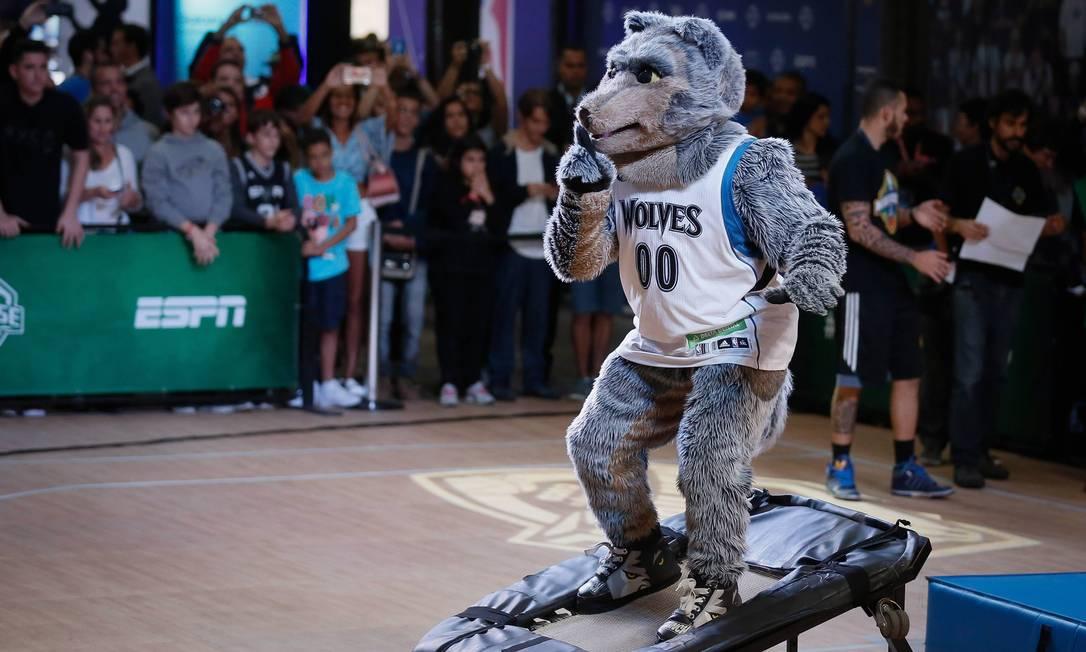 Mascote dos Minnesota Timberwolves pede silêncio à plateia na Casa da NBA Pablo Jacob / Agência O Globo