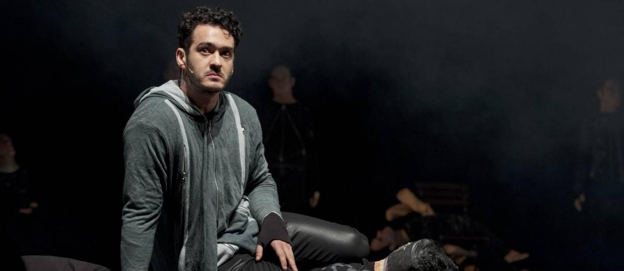 No novo espetáculo, Marcos Veras abandona o bom mocismo e abraça seu lado mau Foto: Divulgação / Divulgação