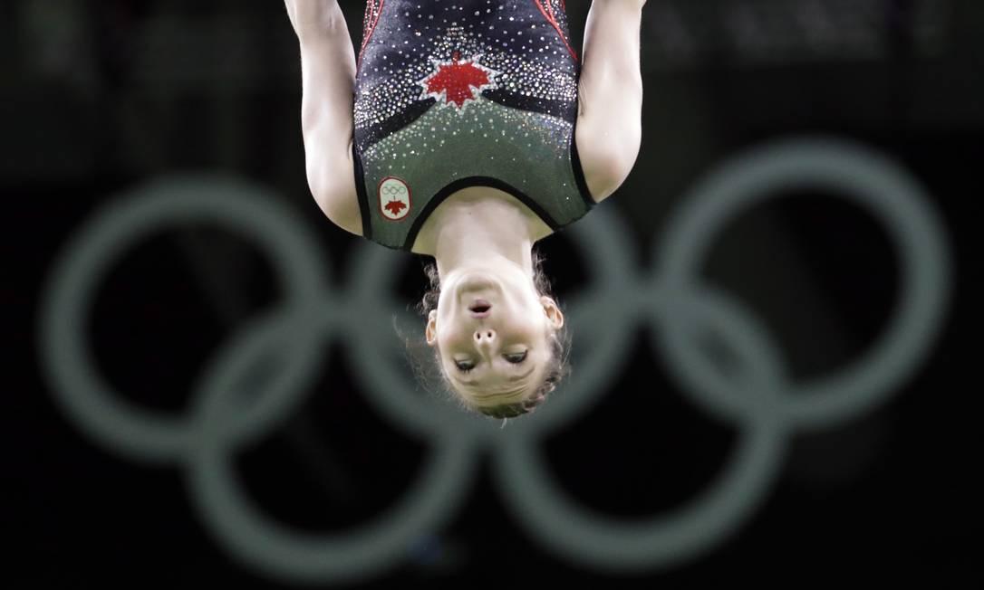 Rosannagh MacLennan, do Canadá, no trampolim Julio Cortez / AP