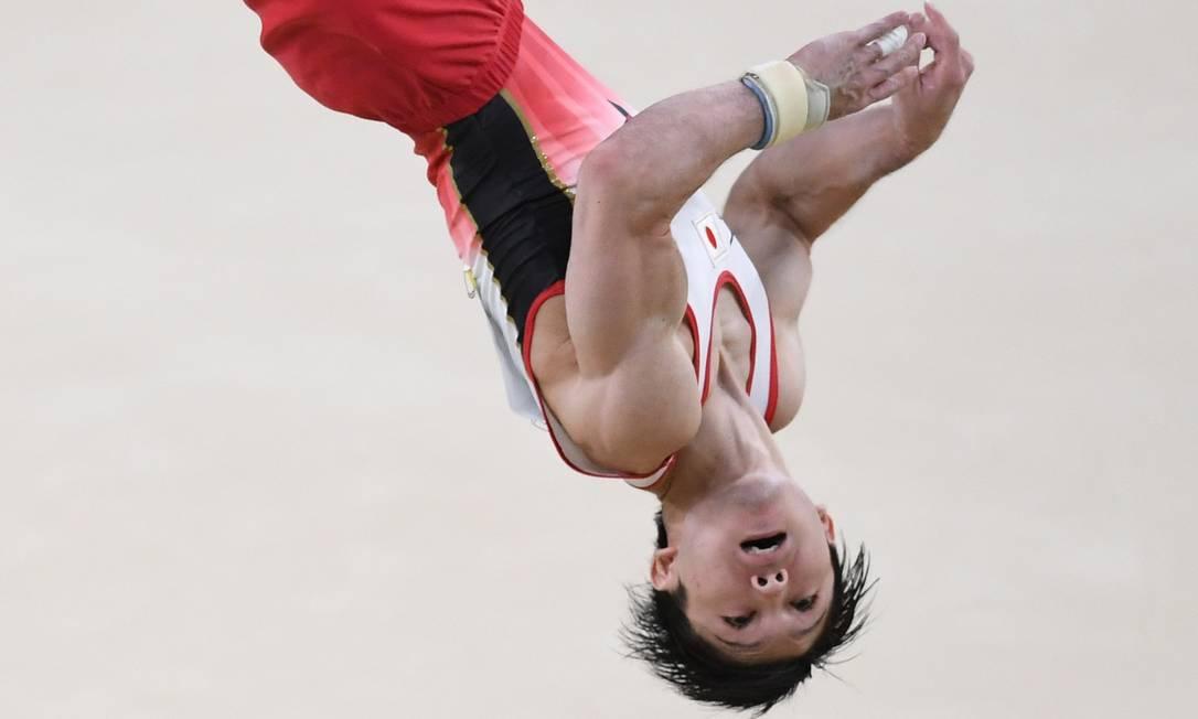 Kohei Uchimura, do Japão, compete na ginástica artística BEN STANSALL / AFP