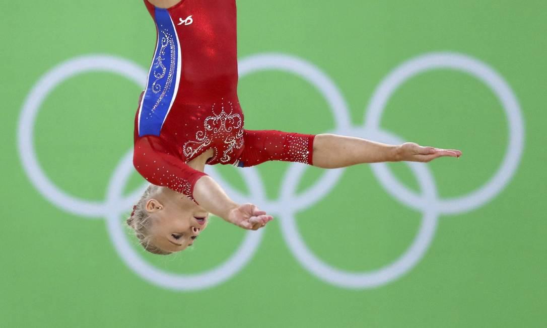 Angelina Melnikova, da Rússia, compete no exercício de solo DAMIR SAGOLJ / REUTERS