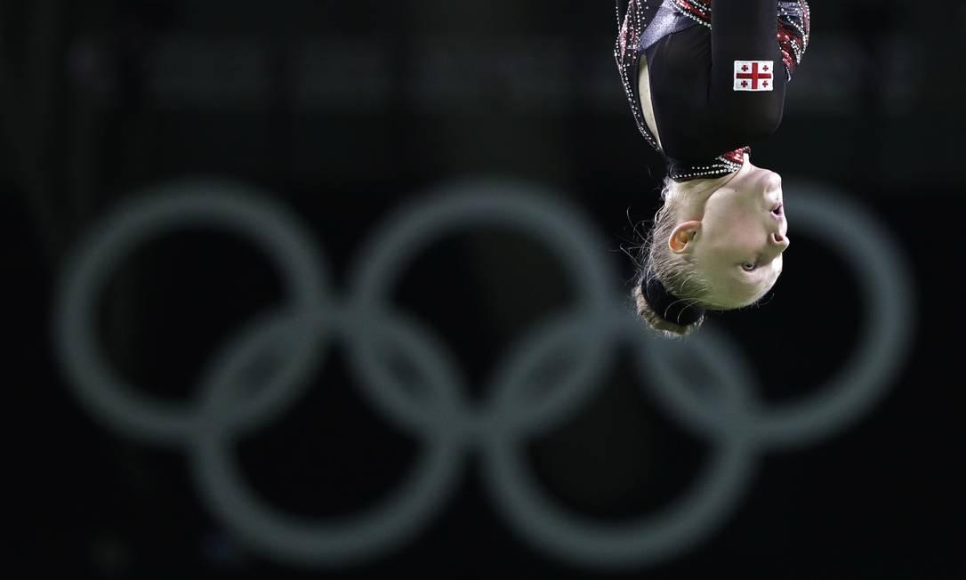 Luba Golovina, da Geórgia, no trampolim Julio Cortez / AP