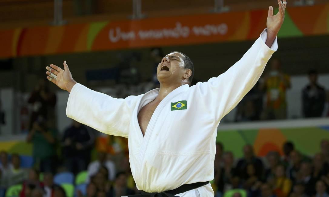 O judoca Rafael Silva, o Baby, comemora após vencer Abdullo Tangriyev, do Uzbequistão, na categoria peso pesado (acima de 100 kg) MURAD SEZER / REUTERS